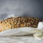 Teljes kiőrlésű magos kenyér